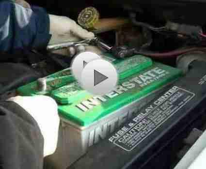 Ändern einer Autobatterie: Auto-Pflege-Tipps