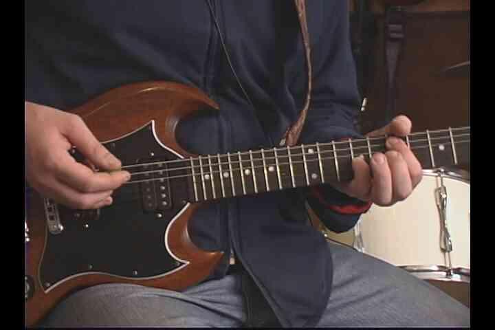 """Gewusst wie: der zweite Hälfte der """"Hysterie"""" auf der Gitarre spielen"""