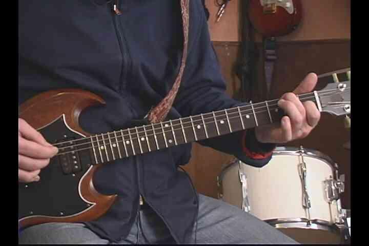 """Gewusst wie: """"Lonely Day"""" auf der Gitarre spielen"""