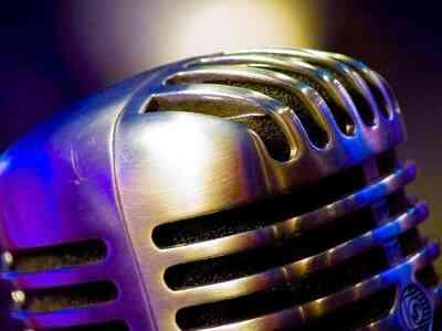 Wie erstelle ich eine glaubwürdige Vintage Mikrofon Bühne Prop