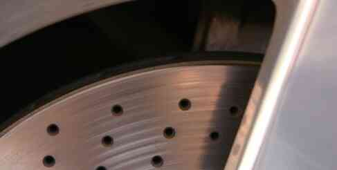 Wie gefrorene Bremsbeläge zu reparieren