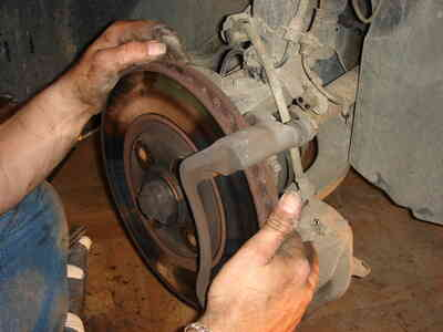 Wie zu Drehen, die Kolben in den Hinteren Bremssätteln