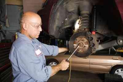 Hinten Bremsen entfernen aus einem Ford Focus