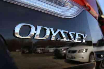 So wechseln Sie Bremsbeläge in einer Honda Odyssey