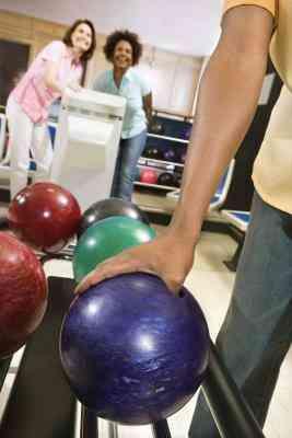 Richtigen Stellplatz für das Daumenloch in eine Bowling-Kugel