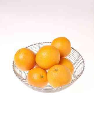 Wie man eine Orange Gespickt Mit Nelken