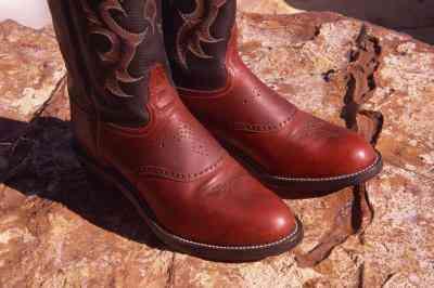 Oberteile, Die Gut Aussehen Mit Leggings & Cowboy Stiefel