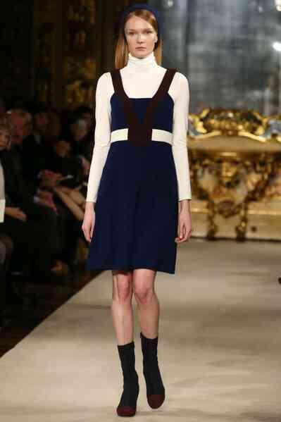 Wie man am besten einen Pinafore Stil Kleid tragen