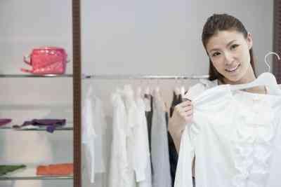 So konvertieren Sie englische Kleidergrößen auf Französisch
