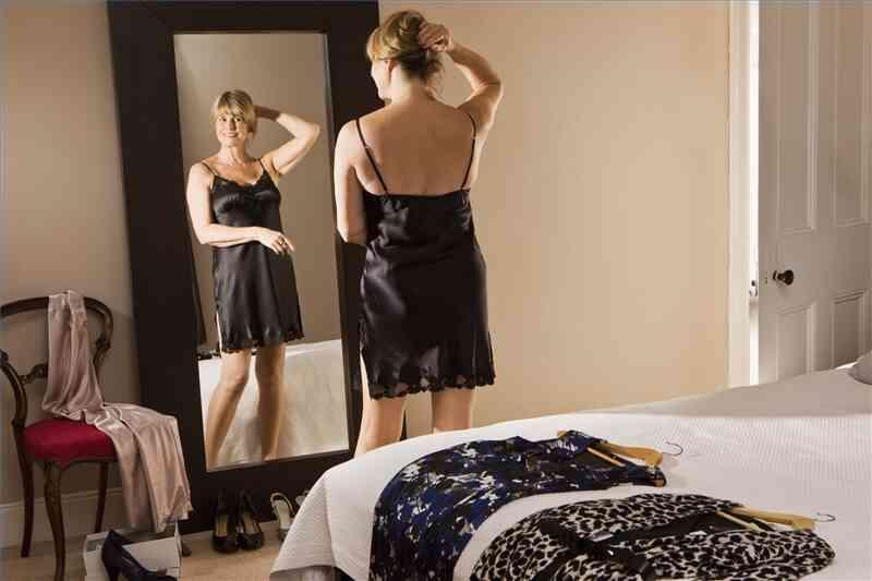 Wie man sich kleidet, eine Sanduhr Körperbau zu schmeicheln