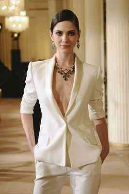 Was Kann eine Frau Tragen Mit einer Perle Farbigen Blazer?