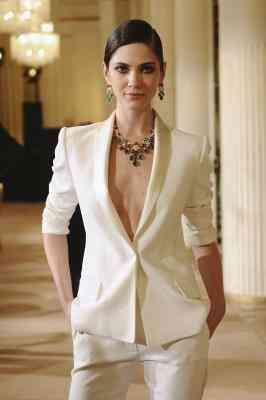 Was kann eine Frau mit einer Perle farbige Blazer tragen?