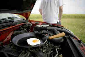 Kochen Sie essen auf Ihrem Automotor