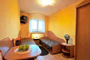 Dekorieren Sie ein Zimmer im Studentenwohnheim